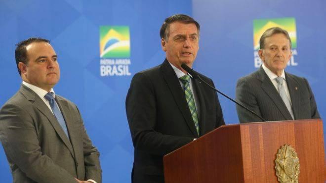O Presidente Jair Bolsonaro anuncia o novo ministro da Secretaria Geral da Presidência da Republica, Major Jorge Antonio de Oliveira Francisco.