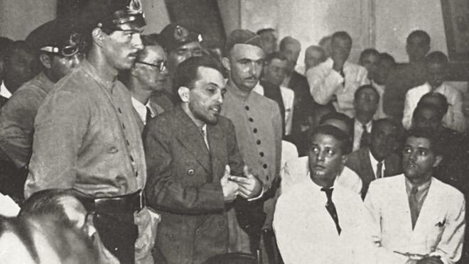 O líder comunista brasileiro Luiz Carlos Prestes, em julgamento pelo Tribunal de Segurança, 1937.