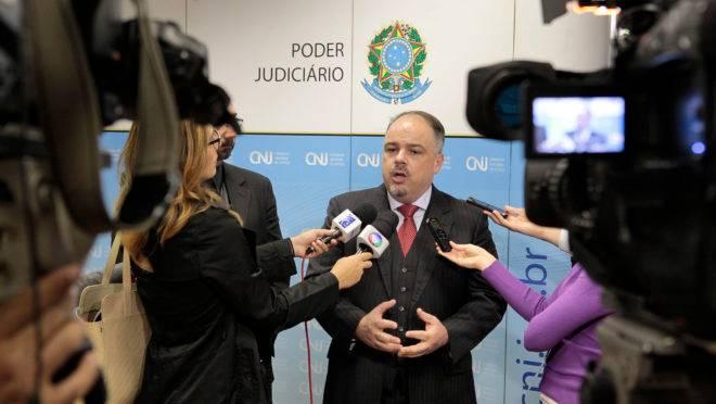 Conselheiro do CNJ, Luís Geraldo Lanfredi, defende atuação mais presente do Estado dentro dos presídios para combater facções