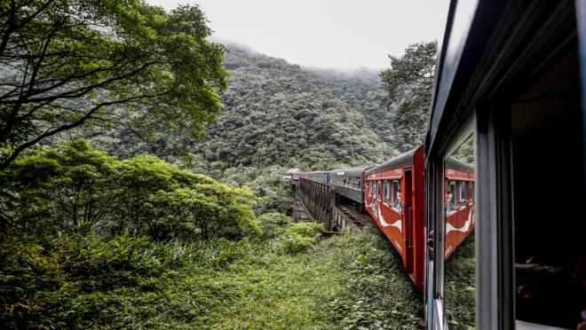 Viagem em trem da Serra Verde Express. Imagem ilustrativa