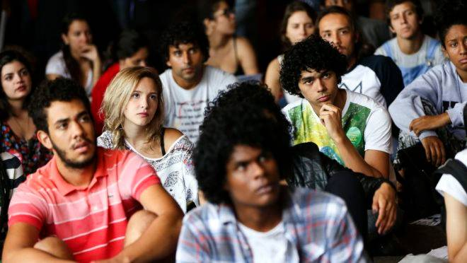 Nem a crise atual na Venezuela nem os regimes totalitários do século XX parecem capazes de apagar a visão romântica que aproxima os jovens da esquerda