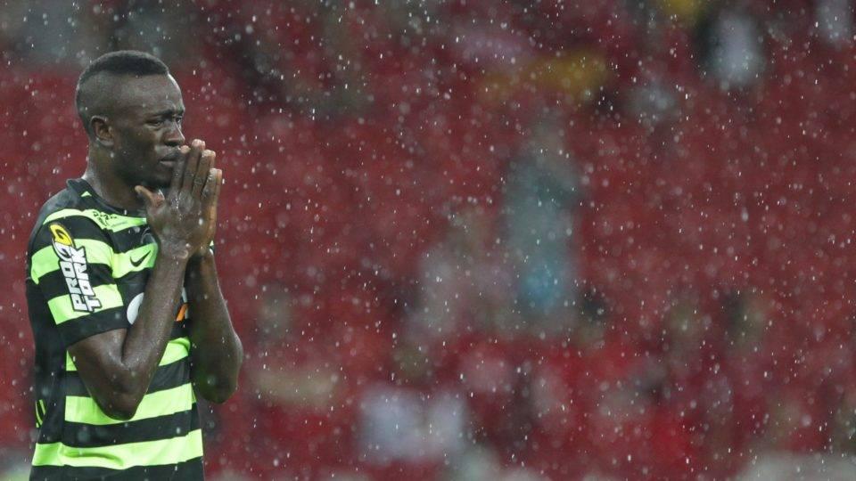 Atacante ex-Coritiba é cortado de seleção nacional por risco de morte súbita