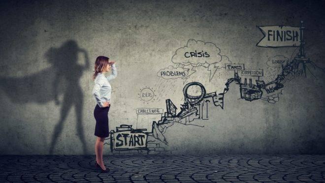 Executiva pensa em como fazer sua empresa crescer.