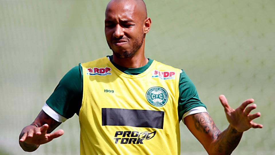 Zagueiro Alan Costa evita polêmica após a confirmação de que não fica no Coritiba