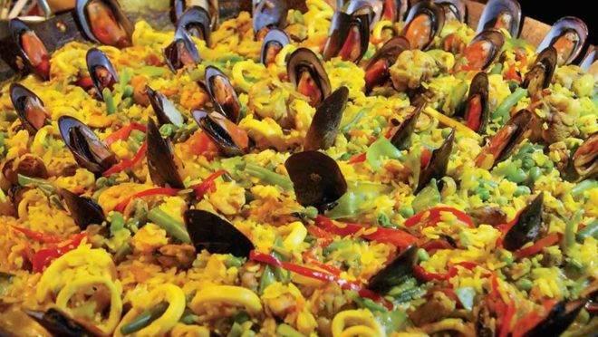 A Paella Mediterrânea tem vários frutos do mar em sua composição. E aprender está ao alcance de todos, na Mercadoteca. (Foto/ Divulgação)