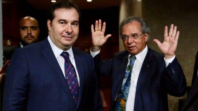 O presidente da Câmara, Rodrigo Maia e o ministro da economia, Paulo Guedes: ideias distintas sobre a capitalização da Previdência.
