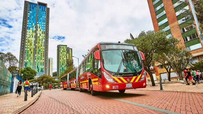 Novos ônibus articulados e biarticulados da Volvo já estão em circulação no Transmilenio, em Bogotá