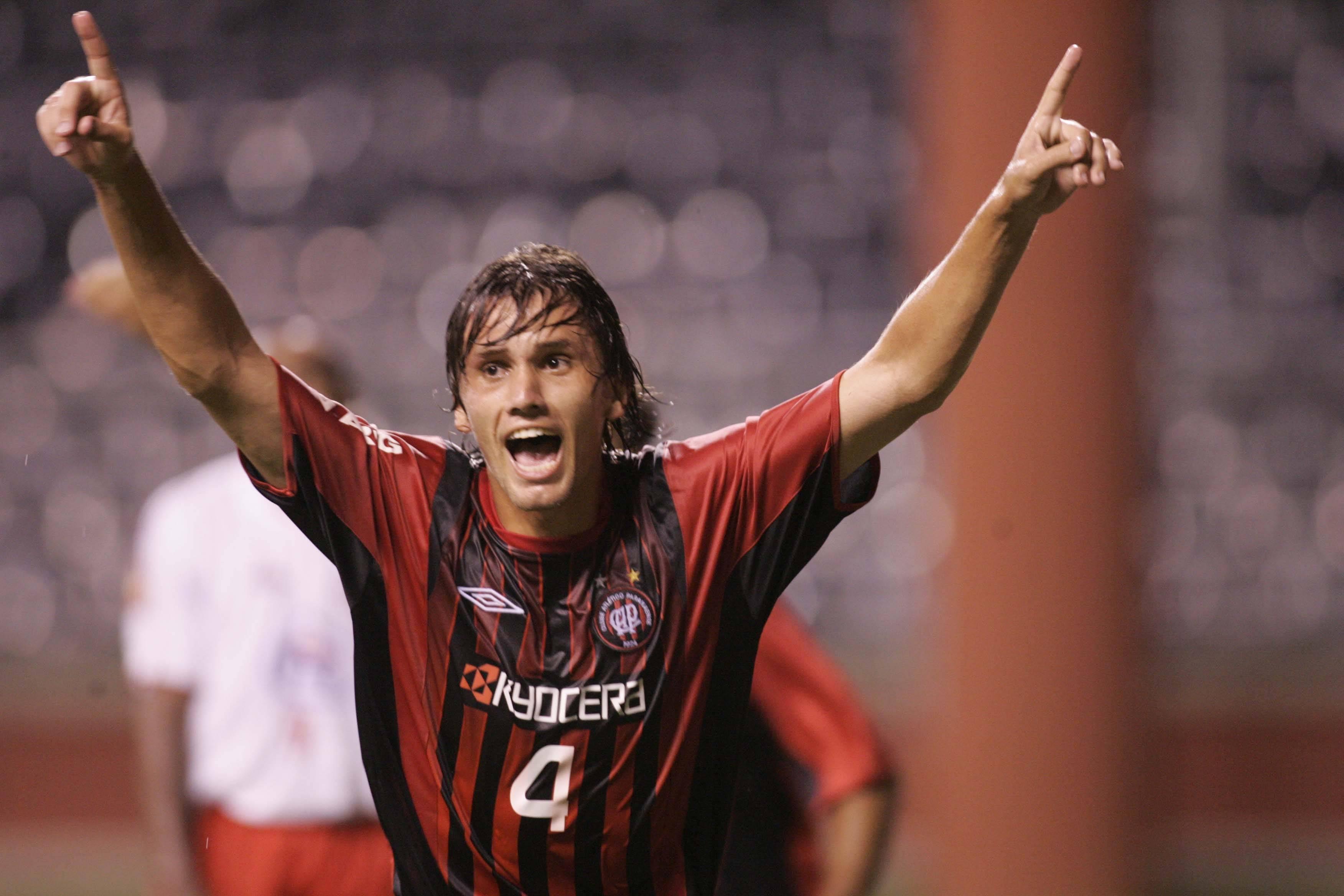 Paulo André em sua primeira passagem pelo clube, em 2005.
