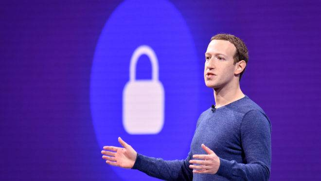 O CEO do Facebook, Mark Zuckerberg, durante palestra no F8 Summit, na Califórnia.