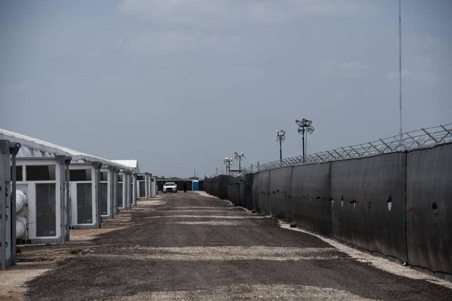 Uma instalação com abrigos para famílias migrantes em Donna, Texas, Estados Unidos, em 20 de junho