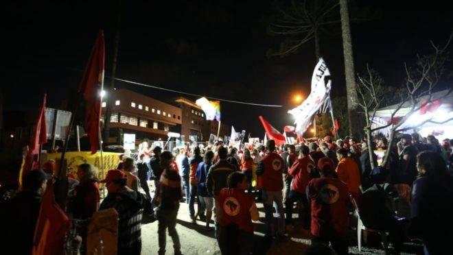 Petistas fazem manifestação no bairro Santa Cândida