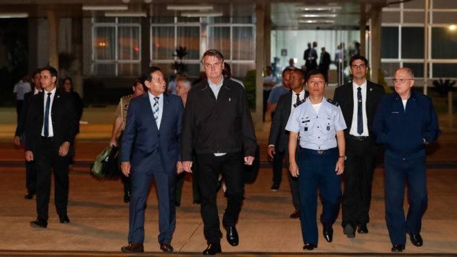 O presidente Jair Bolsonaro em Brasília, antes da partida para o G20.