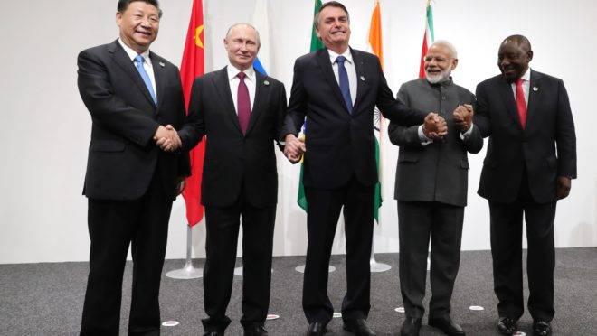 Líderes do BRICS posam para foto