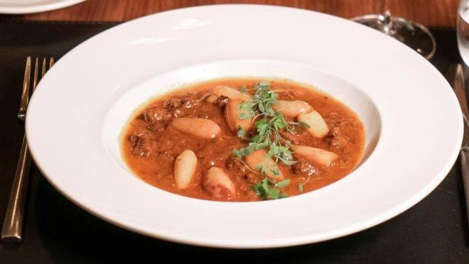 O pinhão chega como estrela no Goulash, que integra o cardápio de inverno do restaurante La Varenne.