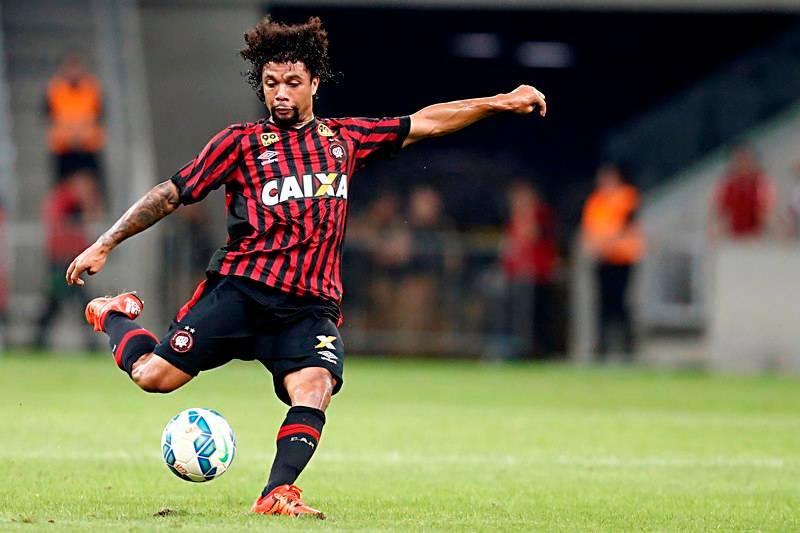 Jogo entre Atlético Paranaense e Palmeiras na Arena da Baixada, válido pelo Campeonato Brasileiro 2015 – otavio
