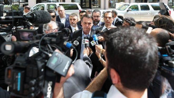 O presidente da República, Jair Bolsonaro, fala à imprensa em Dallas, no Texas (EUA).