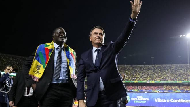"""Presidente da República, Jair Bolsonaro durante Abertura da Copa América Brasil 2019, acompanhado de Hélio """"Bolsonaro"""". Foto: Marcos Corrêa/PR"""