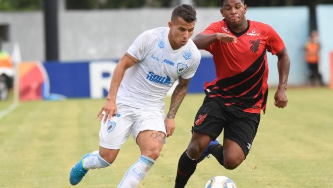 Londrina x Athletico, pelo Paranaense desse ano. Jogo-treino entre as duas equipes foi cancelado.