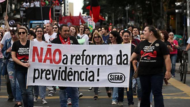Servidores fazem protesto contra a reforma da Previdência