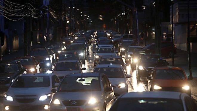 Trânsito congestionado na Rua Brigadeiro Franco, na região central de Curitiba