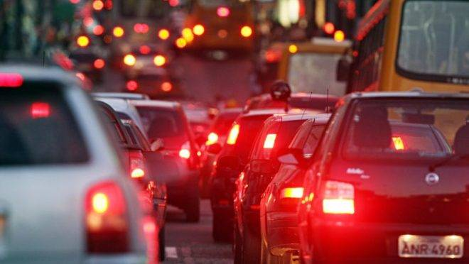 Congestionamento em Curitiba. Foto Albari Rosa
