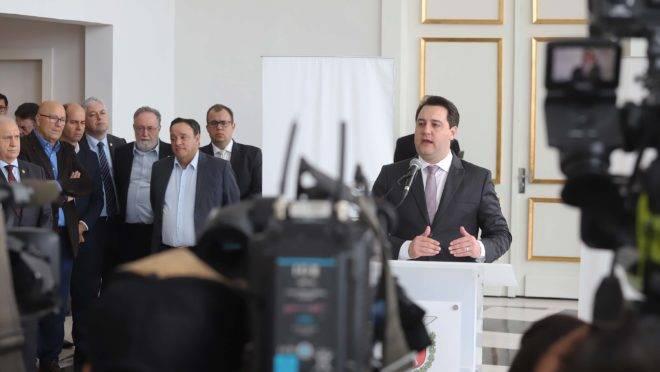 Ratinho Junior na coletiva em que anunciou a proposta de reajuste ao funcionalismo estadual