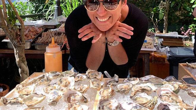Chef Claudia Krauspenhar e as cinco variedades de ostras que vai servir neste sábado, no Oyster Bar do K.sa Restaurante.
