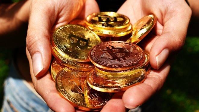 Com o lançamento da Libra, moeda própria do Facebook, criptomoedas como o Bitcoin ganham força e popularidade - e preocupam Estados e autoridades.
