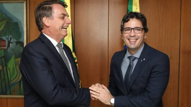 Bolsonaro recebeu a lista tríplice em mãos do Fábio Nóbrega, presidente da ANPR