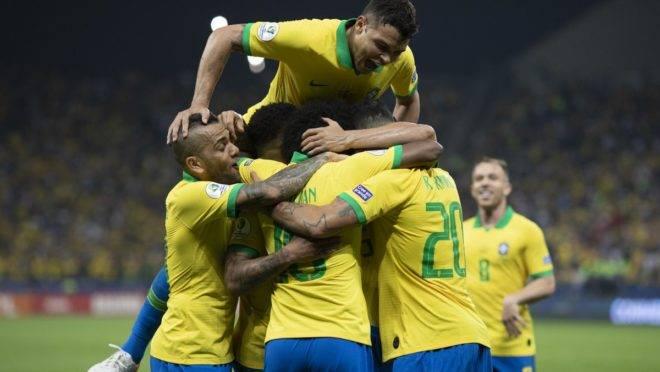 Atletas do Brasil comemoram durante a vitória sobre o Peru na final da Copa América 2019