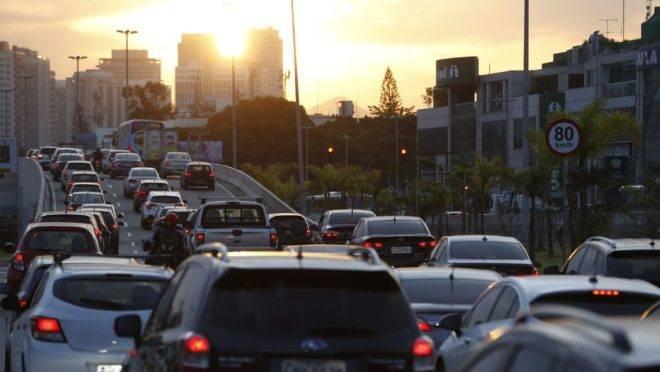 Podcast explica porque as cidades estão mais engarrafadas e quais as soluções