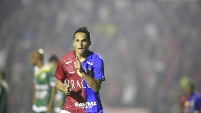 Robson foi destaque no Paraná e estava no futebol tailandês
