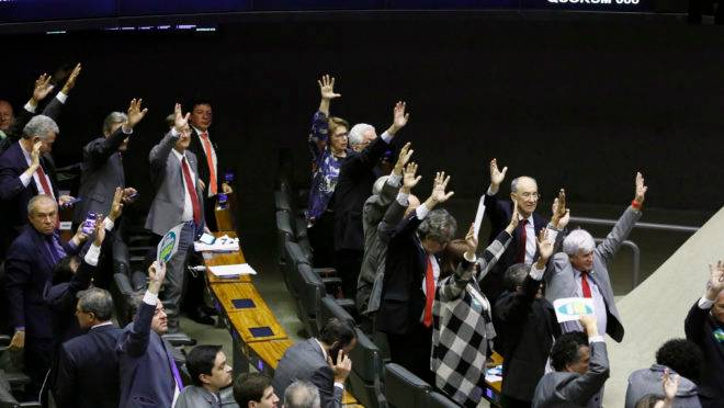 Votação da reforma da Previdência: adiada para quarta