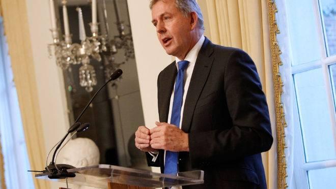 Embaixador britânico Kim Darroch, pediu renúncia nesta quarta-feira