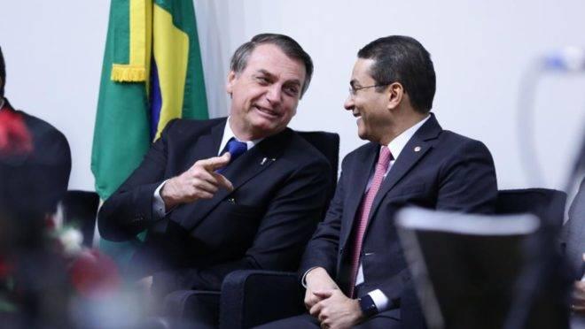Jair Bolsonaro e Vice-presidente da Câmara, deputado Marcos Pereira (PRB-SP), durante evento nesta quarta-feira (10)