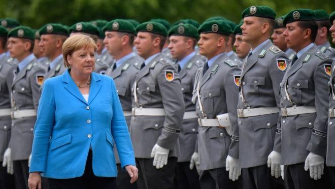 Chanceler alemã Angela Merkel sofreu novos tremores em públicos, em 10 de julho de 2019