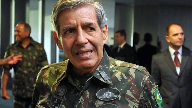 General Augusto Heleno, do GSI, revogou atos a pedido de Bolsonaro