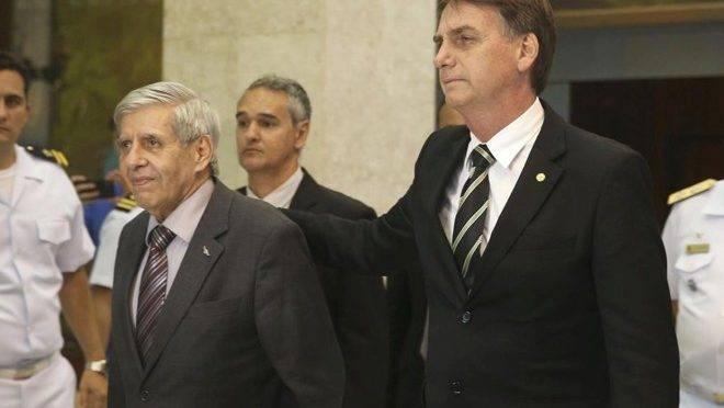 Augusto Heleno ao lado de Bolsonaro