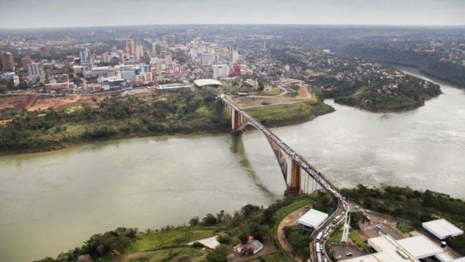 APonte da Amizade, na fronteira do Paraguai com o Brasil, em Foz do Iguaçu.