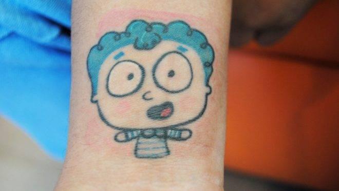 Tatuagem que o ex-paciente Giovani Nunve fez do Erastinho, mascote do Hospital Erasto Gartner.