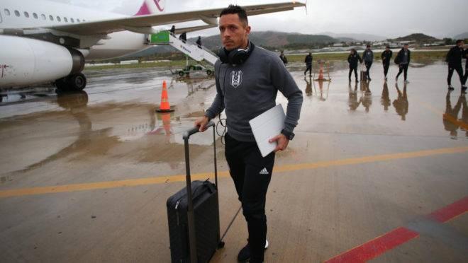 Adriano prefere retornar ao Brasil após passar 14 anos jogando na Europa