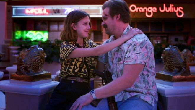 Hopper e Eleven na terceira temporada de Stranger Things.
