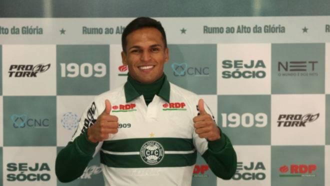 Robson foi apresentado no Coritiba para o restante da Série B 2019
