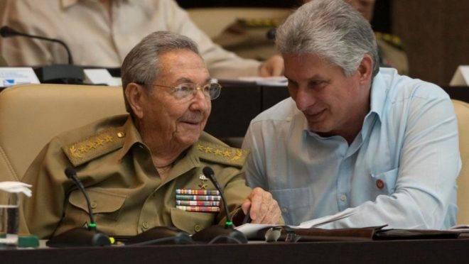 Presidente do Partido Comunista de Cuba, Raúl Castro, e presidente do Conselho de Estado, Miguel Díaz Canel
