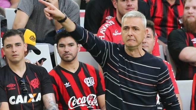 Tiago Nunes confia que o Athletico tem capacidade de eliminar o Flamengo no Maracanã.