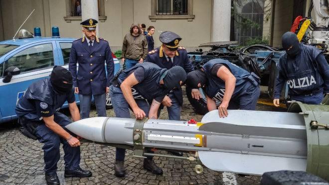Polícia antiterrorismo do norte da Itália apreendeu um míssil durante incursões contra grupos extremistas de extrema direita