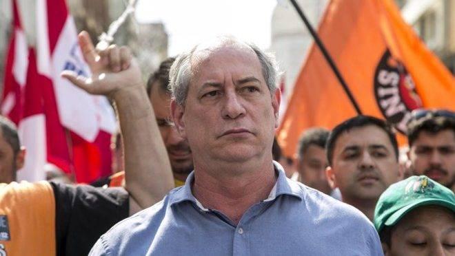 Ex-ministro acredita que saída de Bolsonaro será por renúncia.
