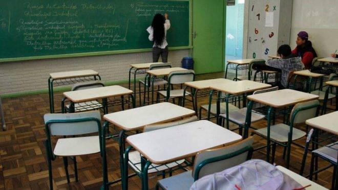 Calendário da reposição das aulas será definido em cada colégio estadual.