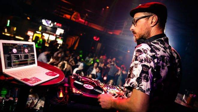 """Trocamos uma idéia com o DJ Schasko da """"Funk You"""", festa de grooves de Curitiba"""