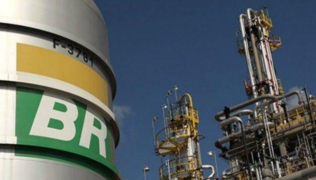 Refinaria da Petrobras: estatal não vai aumentar preços, apesar da crise externa no setor.